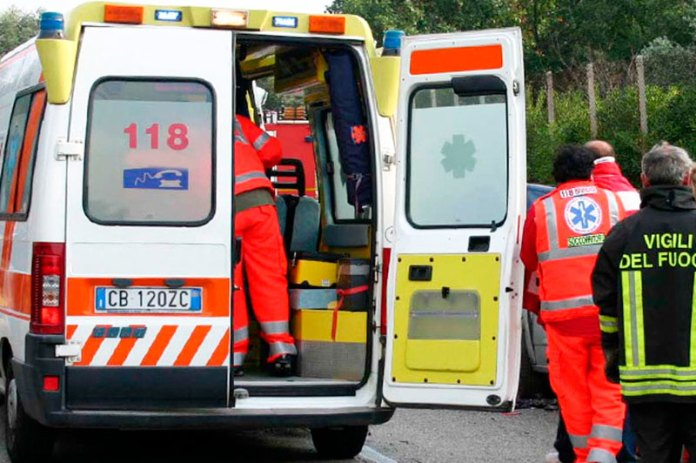 Ambulanza-e-vigili-del-fuoco