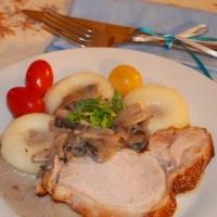 Pieczeń wieprzowa w sosie pieczarkowym
