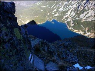 Widok z góry na Czarny Staw Gasienicowy i cień Kościelca - październik 2012