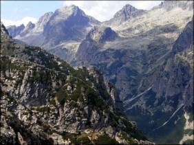 Spojrzenie na rejon Staroleśnej Doliny - widoczne Jaworowe Szczyty, Strzelecka Turnia i Ostry Szczyt - 17 sierpnia 2013