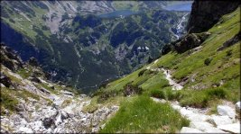 Spojrzenie z podejścia na Krzyżne, widoczne Dolina Roztoki i Dolina Pięciu Stawów Polskich - 8 lipca 2013
