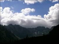 Otoczenie Doliny Gąsienicowej z ciekawym zachmurzeniem - 23 lipca 2013