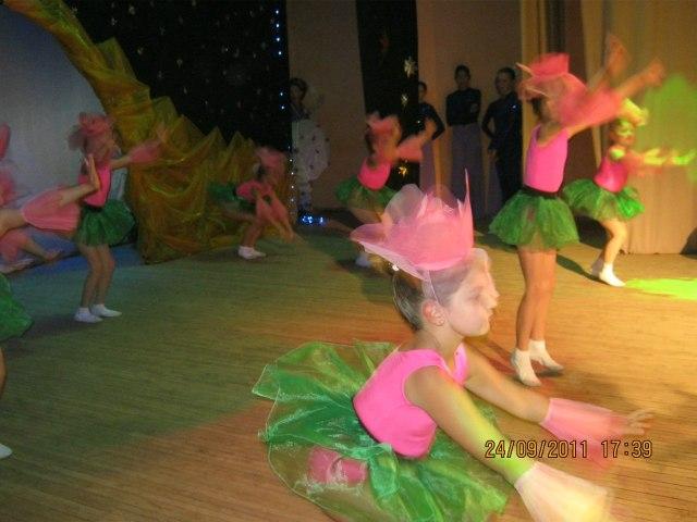 Цветочные шляпки для танца.