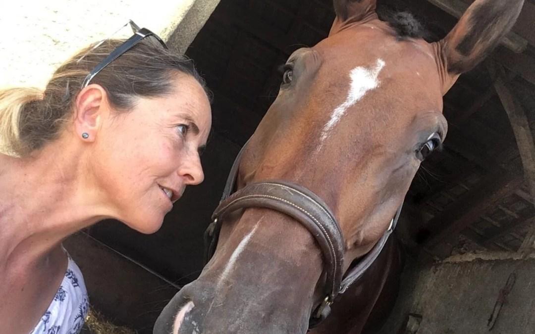 Entretien avec Amélie Quéguiner, cavalière victime de viols et attaquée par sa fédération