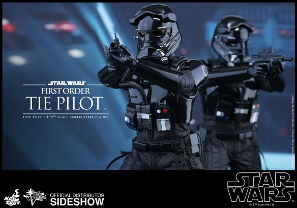 star-wars-first-order-tie-pilot-sixth-scale-hot-toys-902555-10