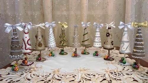 Рождестволық ағаш конустары