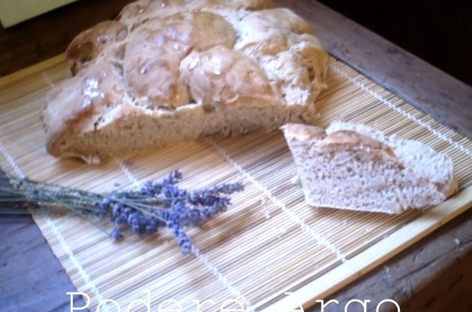 Pane alla lavanda con pasta madre