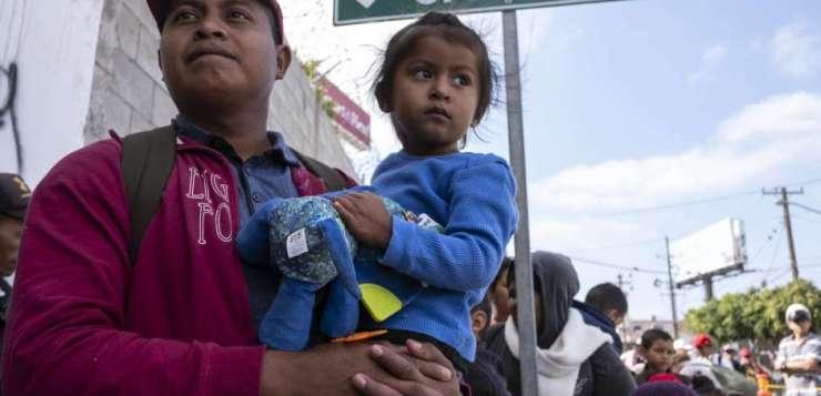 GRUPOS DE DERECHOS HUMANOS ACUSAN A EEUU DE BLOQUEAR PROCESO DE ASILO A CARAVANA MIGRANTE