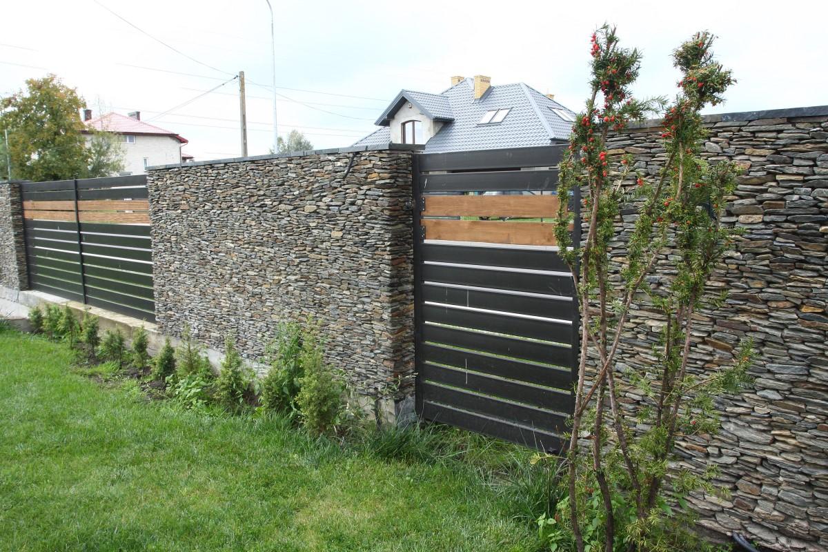 ogrodzenie z kamienia wykonane przez właściciela