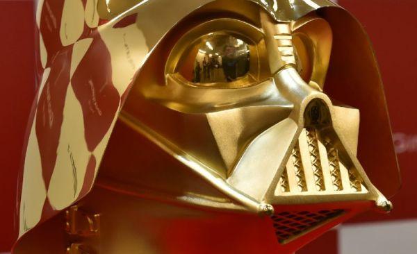 """""""Звездные войны"""": в Японии продадут золотой шлем Дарта ..."""
