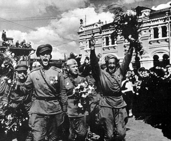 Как праздновали День Победы 9 мая 1945 года фото