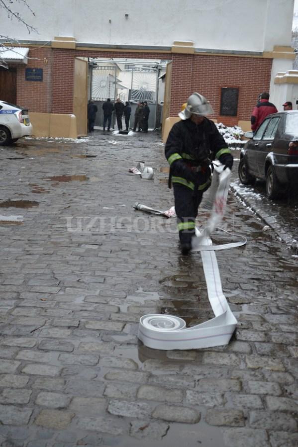 В Ужгороде подожгли СИЗО (фото) | podrobnosti.ua
