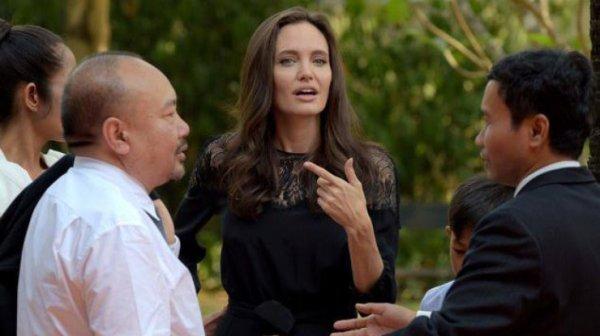 Джоли впервые появилась на публике после развода с Питтом ...