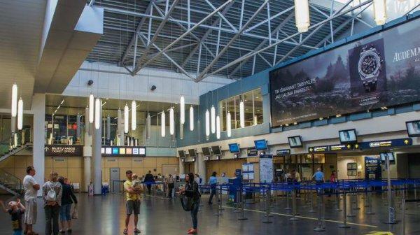 В аэропорту нашли гранату, людей экстренно эвакуируют ...