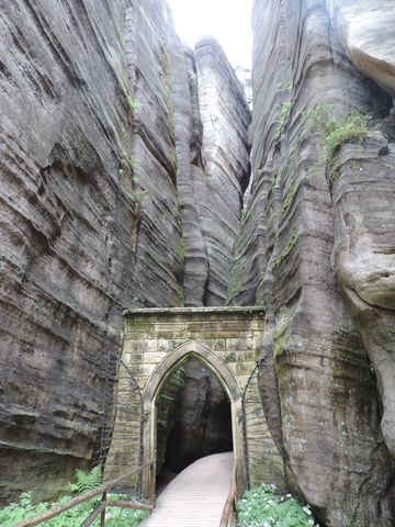 Brama do skalnego miasta