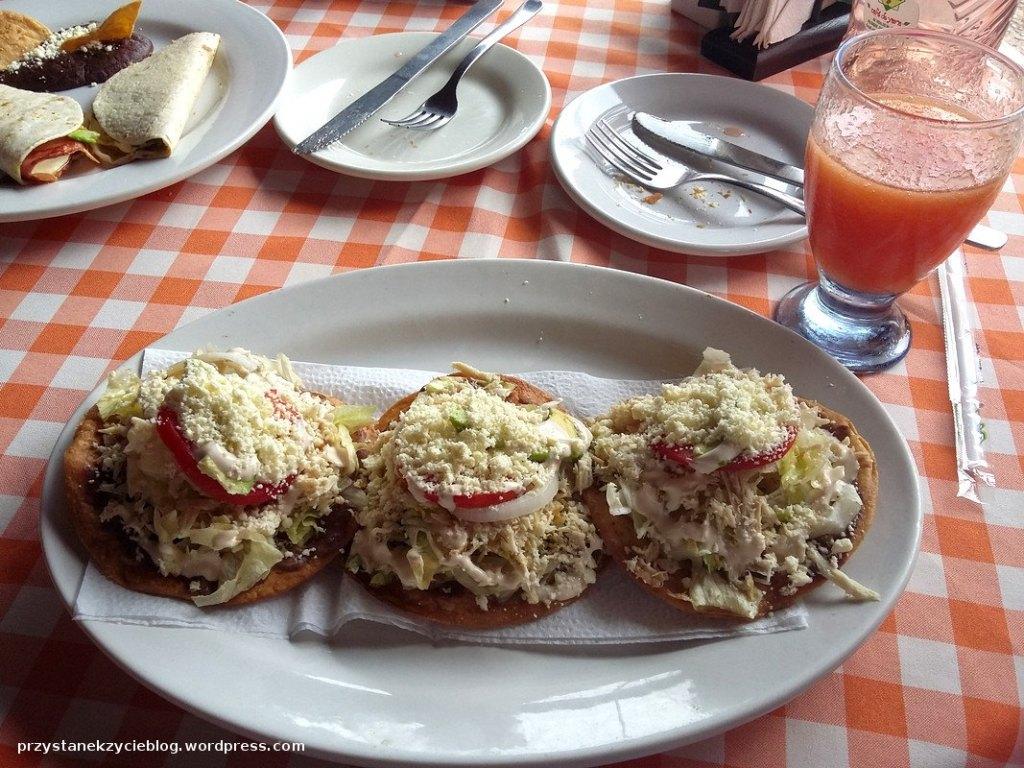 tostadas con pollo_palenque_meksyk