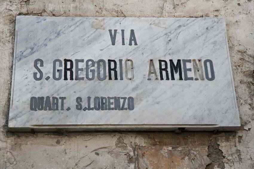 Via S. Gregorio Armeno