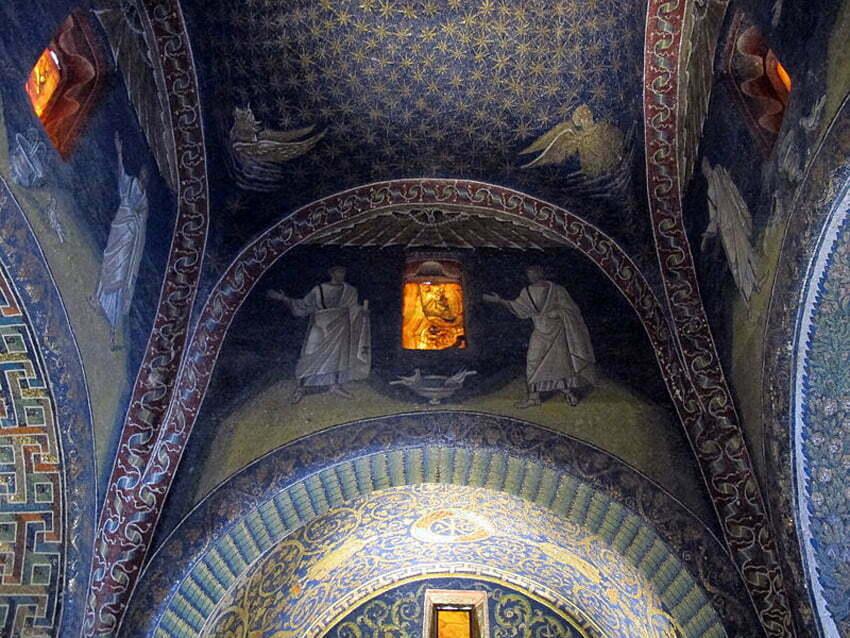 Mauzoleum Galli Palcydii by Sailko CC 3.0 Wikimedia Commons