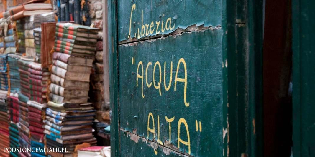 Libreria Acqua Alta | najpiękniejsza księgarnia w całych Włoszech