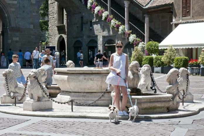 osiemnastowieczna fontanna Bergamo