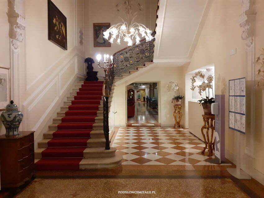 Pobyt we włoskim hotelu w czasach zarazy