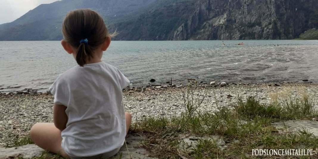 Lago di Mezzola. Tam plażuj z dzieckiem, jeśli jesteś nad Como!