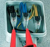 соединение проводов в распределительной коробке при помощи клеммников