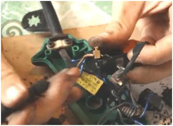 Осматриваем соединения на предмет подгорания контактов