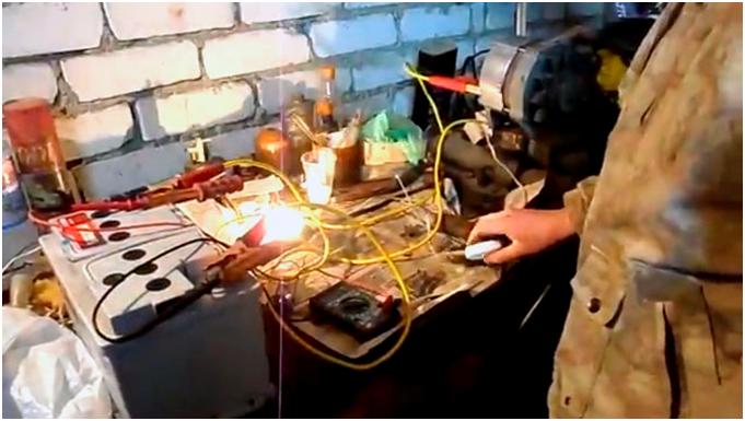 Проверка генератора мультиметром. Включаем лампочку