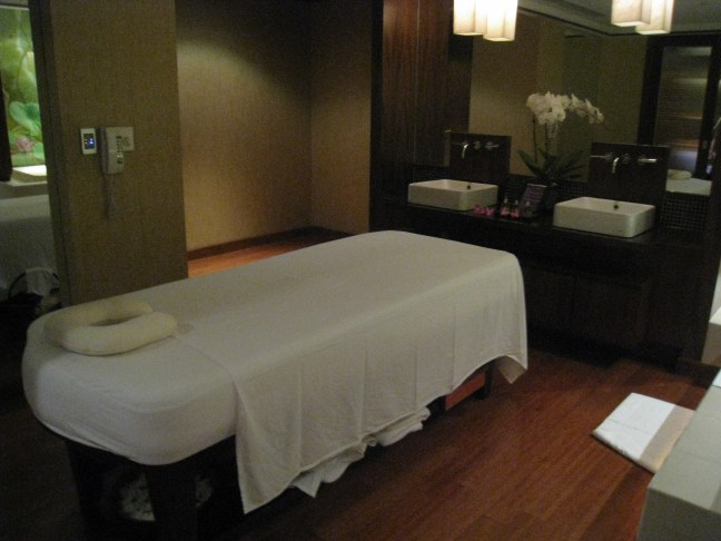 Massage at Thai Airlines First Class Lounge in Bangkok