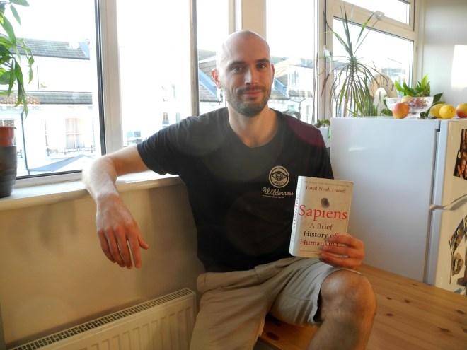 FreundInnen lesen #7: Joe mit Sapiens von Yuval Noah Harari
