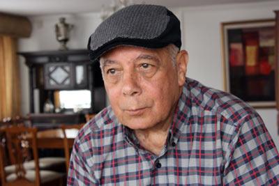 Poeta Humberto Vinueza con gorra