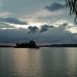 Anochecer en el lago Petén-Izal