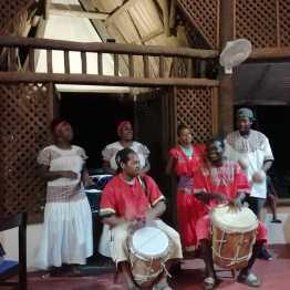 Actuación grupo de música Garifona