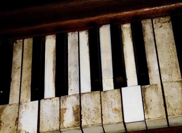 vintage-piano-keys