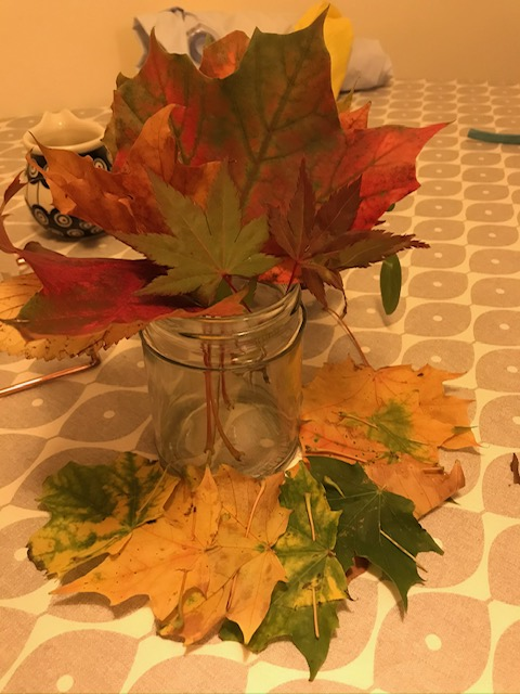 Take the stalks off then join the leaves together to make a leaf crown.
