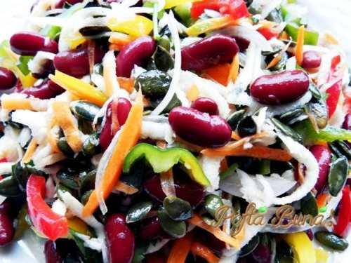 Salata-de-fasole-cu-legume-si-seminte-pofta-buna-gina-bradea (1)