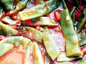 Mancare de fasole verde cu rosii