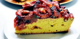 Prajitura pufoasa cu prune si caramel