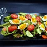 Salata mixta cu fasole pastai si oua