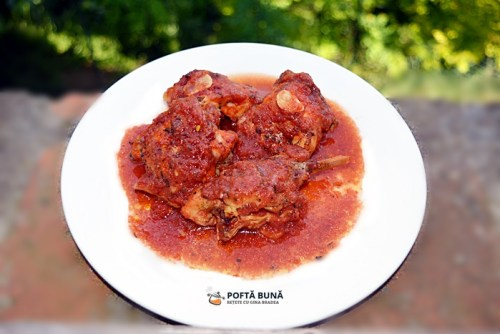 Iepure cu sos de rosii, la cuptor