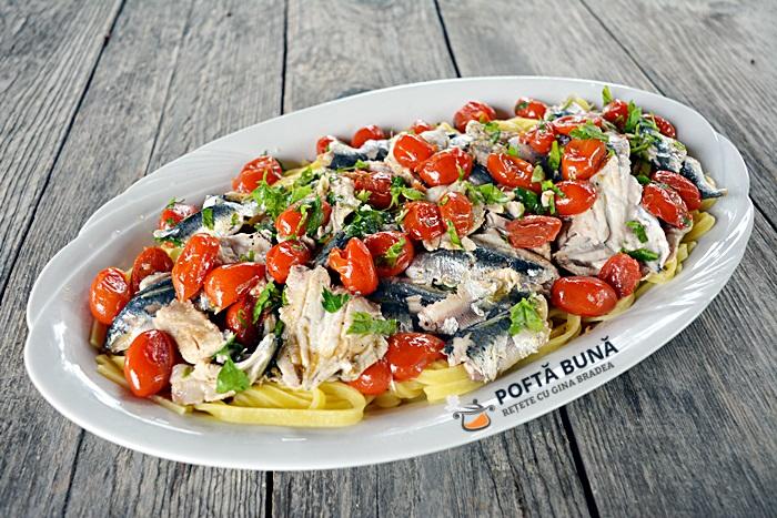 Paste cu sardine, rosii si usturoi, reteta clasica italiana