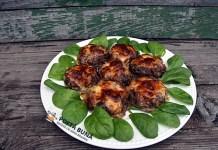 Chiftele umplute cu afumatura si cascaval, un antreu delicios