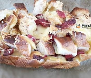 Paine impanata cu salam, cascaval si unt, un fel de pizza rapida