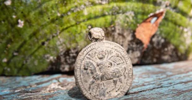 Византийский и редкий. В Крыму археологи обнаружили уникальный медальон
