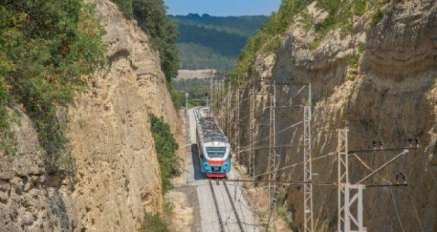 В Крыму назначены дополнительные пригородные поезда, но повысилась плата за проезд