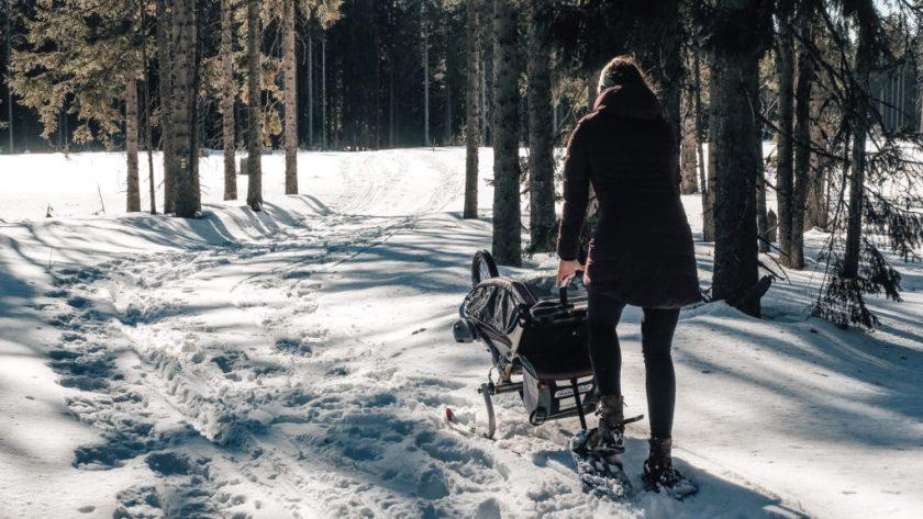 S kočárkem na sněžnicích