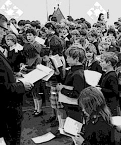bw-of-schoolchildren-in-1960s