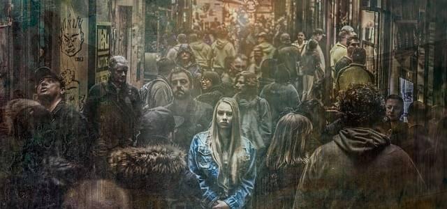 alone-crowd