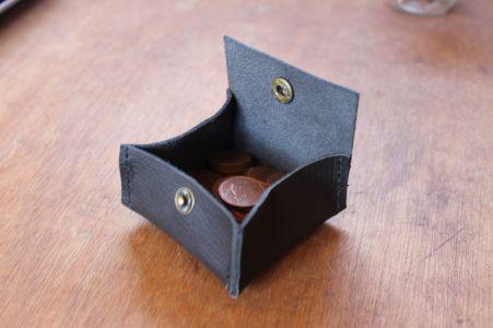 Patron gratuit et libre d'un porte-monnaie carré à soufflets en cuir